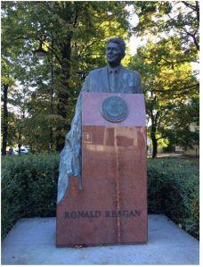 RonaldReganStatue